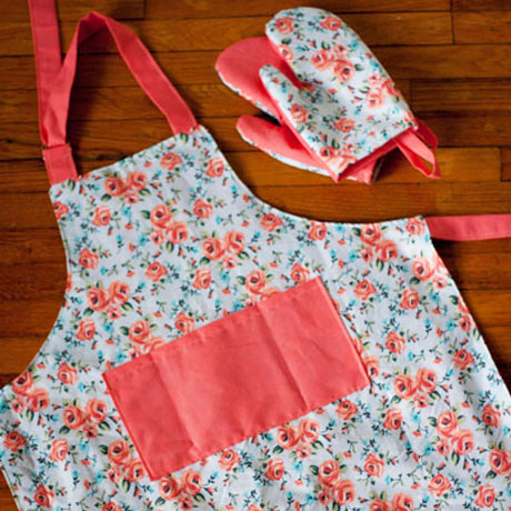 child size play oven mitts reversible apron